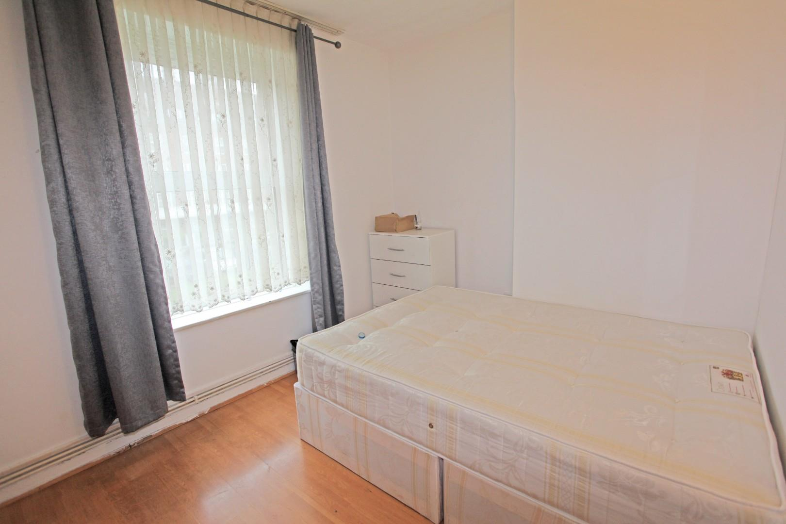3 Bedroom Flat For Sale in Stamford Hill ARRAN HOUSE,